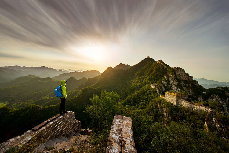 Summer tour of the Great Wall Adventure Backpack Beauty In Nature Beijing Beijing China Beijing Scenes Beijing Trip Beijing, China BEIJING北京CHINA中国BEAUTY China Beauty China Photos China View Full Length Leisure Activity Lifestyles Men Mountain Nature One Person Outdoors People Real People Scenics Sky Standing