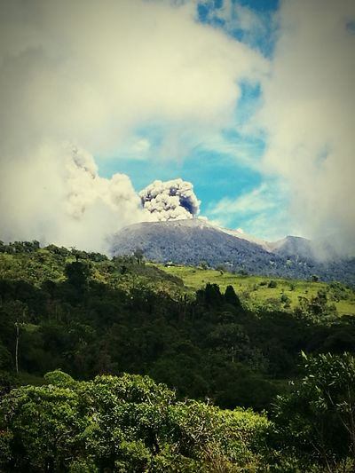 Cloud - Sky Beauty In Nature Mountain Landscape Nature Social Issues Green Color Day Tree Outdoors Scenics Sky No People Snow Tea Crop Lush - Description Freshness Volcano Volcan Turrialba Costa Rica Y Su Naturaleza