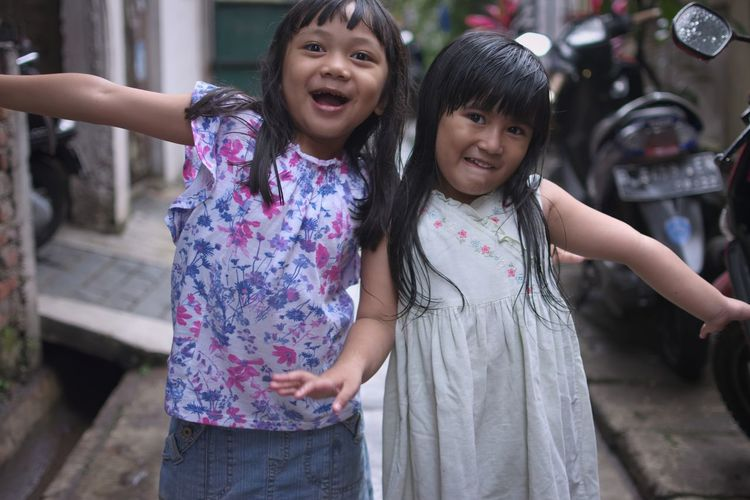 Be happy in front of them always, they see, they understand and they also feel it, be happy in front of them always Bandung Shooter Indonesian Shooter City Child Smiling Females Childhood Portrait Happiness Togetherness Cheerful Girls