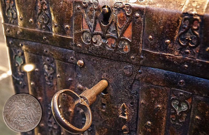 Geldtruhe Truhe Close-up Day Indoors  Key Key Box Metal Money No People Old-fashioned Rusty