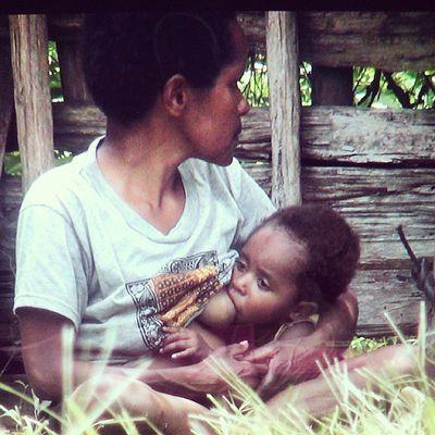 MAMA Oyikk Hepuba Papua INDONESIA webstapick ink361