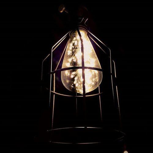 Amo estos Foquitos , parece que estan llenos de Luciérnagas  . I love this Light Bulbs , seems like they are filled up with Fireflies . Luz Light Foco Night Electricity  Electricidad Idea