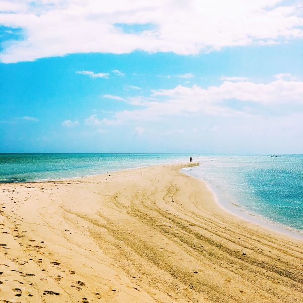 Sea Beach Sand Horizon Over Water Sky Beauty In Nature Scenics Nature Cloud - Sky Water Tranquil Scene Tranquility Day Vacations Outdoors Real People One Person Men People