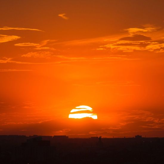 sunset in near north Sunset Sunset_collection The Great Outdoors - 2017 EyeEm Awards Sun Sunlight Sunshine Sunsets Chicago Orange Color Red Sky Orange Sky Beauty In Nature Nature Sky Sunbeam Dramatic Sky Scenics Tranquil Scene No People Outdoors Silhouette Nature Cloud Colors Colorful