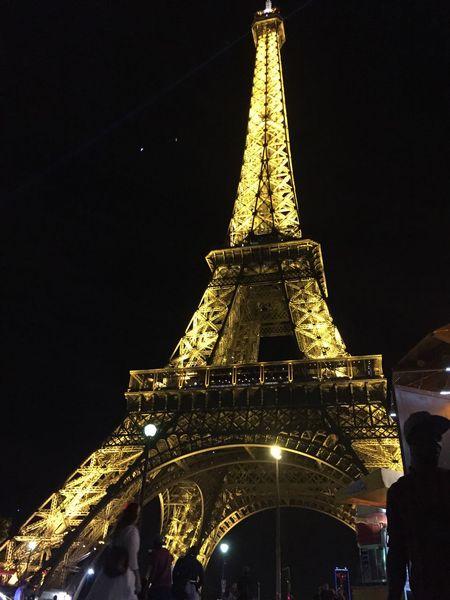 Paris Toureiffel Eiffel Tower France Architecture Art City Citysights Citybynight Light Monument Perspectives