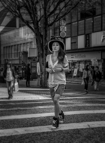 Crossing Japan Japanese  Streetphotography Streetphoto_bw Blackandwhite Monochrome Street Fashion Fashion Girl Fujixt1