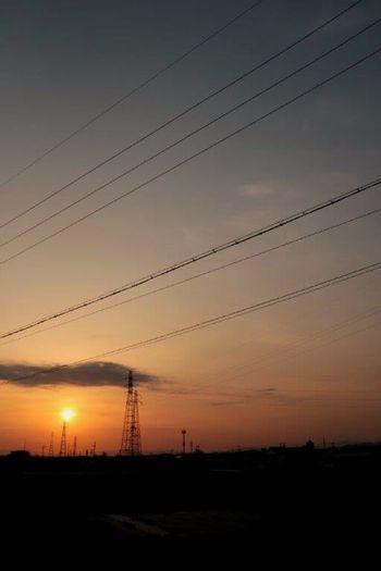 一人だけど一人じゃない。 妄想ふぇち 夕焼けふぇち 一人眺める夕焼け 黄昏 鉄塔 黄昏ふぇち