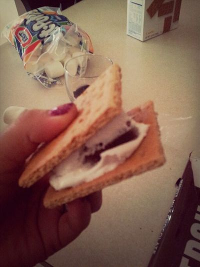 First time trying smores ! They were delicious ! ^.^