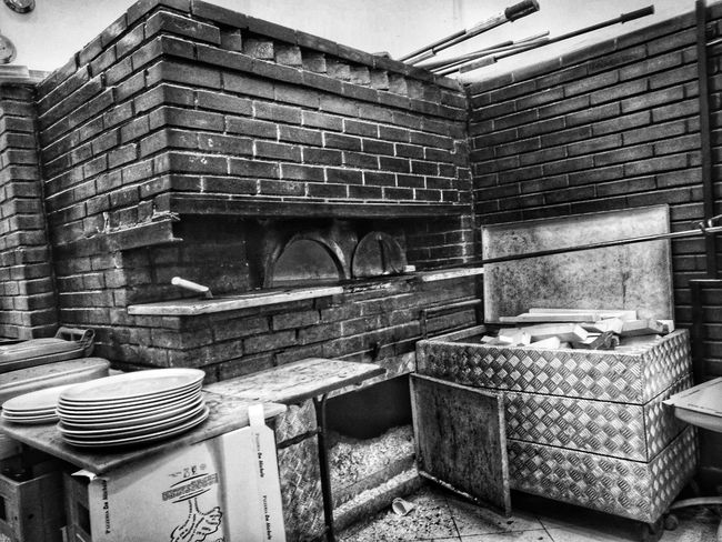 Architecture Built Structure No People EyeEmNewHere Napoli_naples Art Is Everywhere Italy🇮🇹 History Pizza🍕 TCPM Cut And Paste Architecture Food And Drink Food Blackandwhite Photography