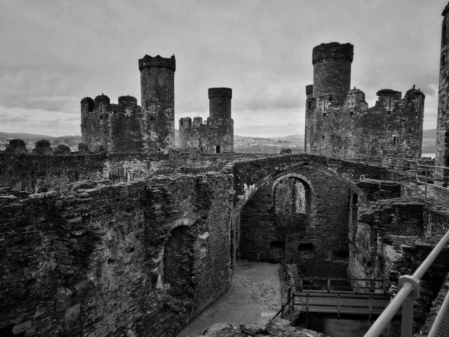 Conwy castle War Outdoors No People Sky Castle Conwy Castle Conwy Conwy, Village In North Wales Conwycastle Monochrome Leicacamera HuaweiP9 Huaweiphotography Grey Day Grey Sky Monochrome World Monochrome Photography Huawei P9 Leica Mountain Range Wales UK Walesiswonderful Walesonline