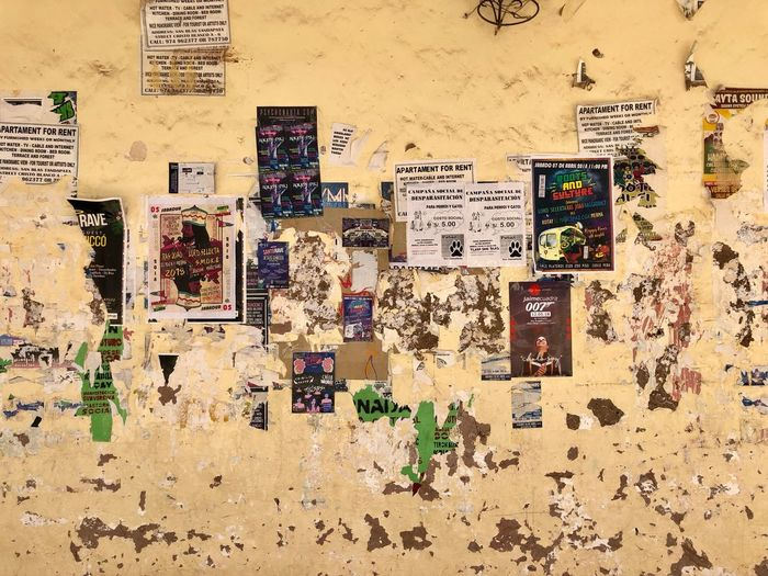 Apartment For Rent Street Chipped Peeling Paint Plaster Grunge Post No Bills Wallpaper Posters Wall - Building Feature Full Frame Communication No People Pattern Backgrounds Art And Craft Built Structure Large Group Of Objects Multi Colored