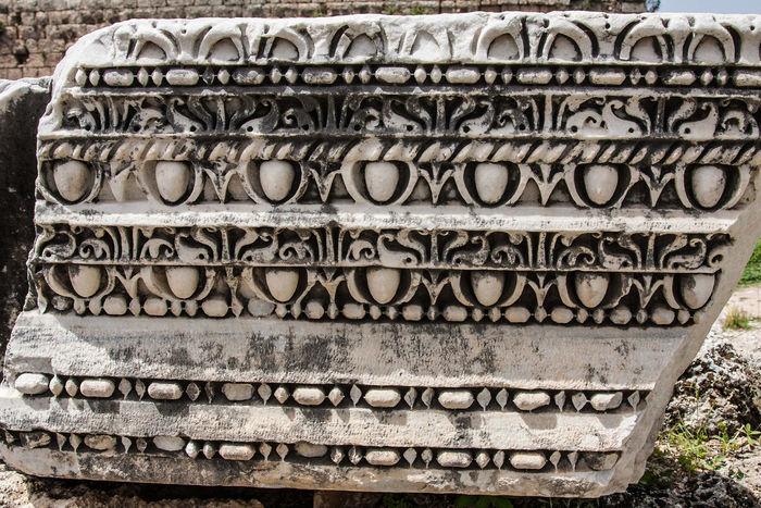 antike Stadt Perge in der Südtürkei, antique town Perge in south-turkey Altertümer Ornament Marmor Temple Of Artemis Antique Perge Antiantic Antike Archeologique Day Historisch, Historic Outdoors Ruinen Close-up Architecture