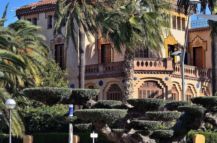 Xalet Bonet de Salou Architecture Building Exterior Palm Tree Built Structure Modernisme_catala