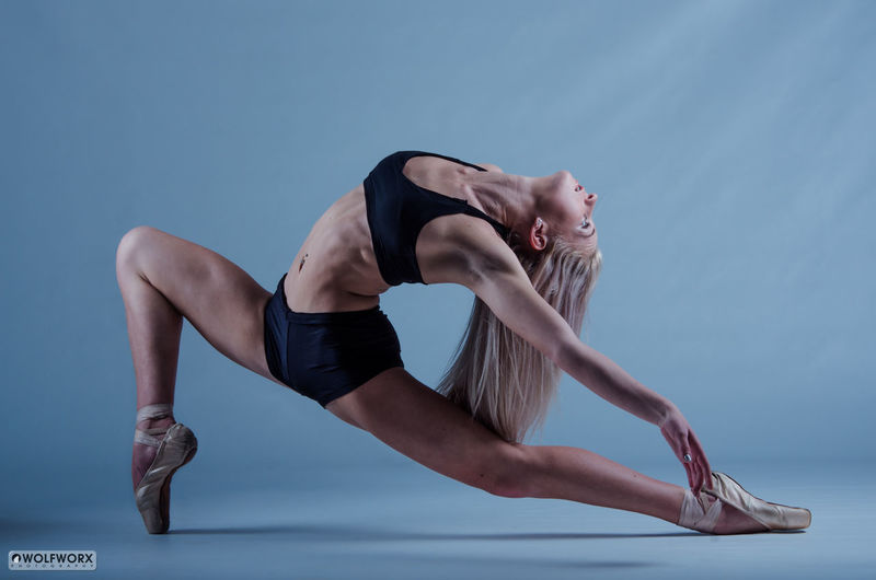 Triangulation Beautiful Woman DANCE ♥ Dancer Dancing Around The World Female Legs Muscles Physique