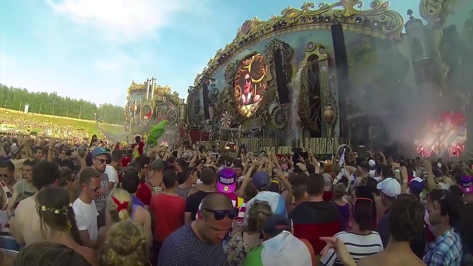 Skrillex fiesta Tomorrouland Party - Social Event Celebration Traditional Festival Multi Colored Popular Music Concert La Mejor Fiesta 🎉 Lieblingsteil Carnival Crowds And Details Miles Away EyeEmNewHere