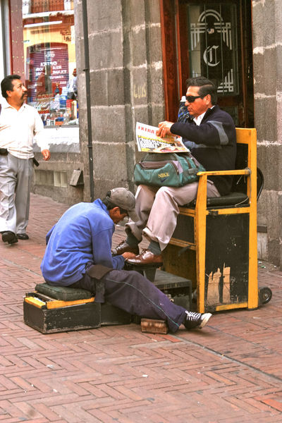 city life Bootblack Casual Clothing Chair City City Life City Life Ecuador Eye4photography  EyeEm Gallery Lifestyles Men Occupation People Photography People Watching Peoplephotography Perspective Real People Relaxation Sitting Southamerica Street Photography Streetphotography Streetwork Workers Workers At Work