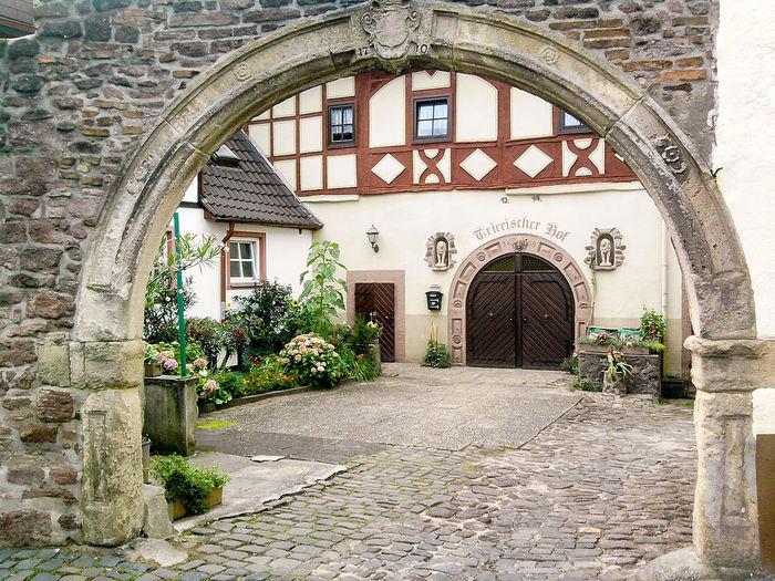 Trierischer Hof in Dreieichenhain Arch Architecture Door Built Structure Day No People Architecturephotography Arches Architecture Village Village View Village Life House Houses