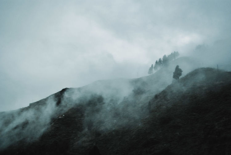 https://youtu.be/I6HeqmNoAFE Scenics Tranquil Scene EyeEm Nature Lover EyeEm Selects Mountain Range Focus On Foreground EyeEm Gallery Tranquility EyeEm Best Shots Mountain Fog Power In Nature Cold Temperature Sky Landscape Foggy Dramatic Sky Mist Lightning