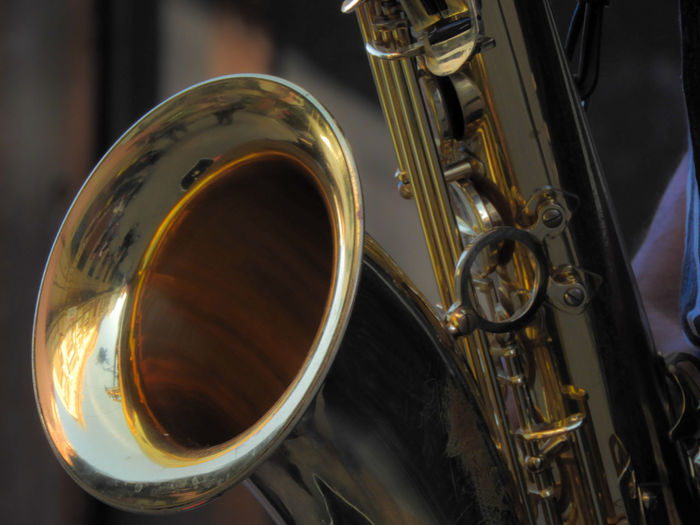 EyeEm Selects Saxofone🎷 Saxofonista Human Hand Young Adult Popular Music Concert Wind Instrument Outdoors Only Men Jazz Music Human Body Part One Man Only Adults Only One Person People Adult Performance Musician Arts Culture And Entertainment Music Saxophone Musical Instrument