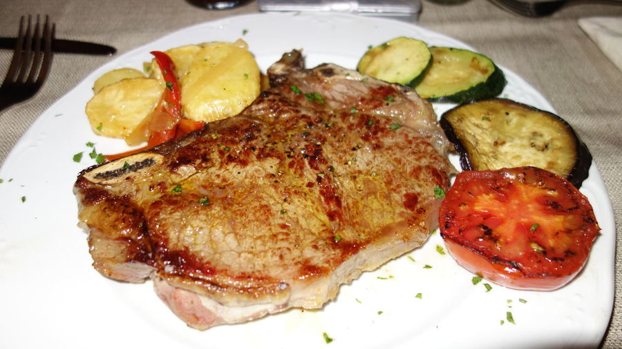 Carnivora Close-up Dinner Eat Food Foodporn Freshness Holiday Ibiza Main Course Meal Plate Ready-to-eat SPAIN Steak Steak Dinner Steaks T-bone Taking Photos Taking Pictures Tbone Temptation Vacation Vacations Vegetables