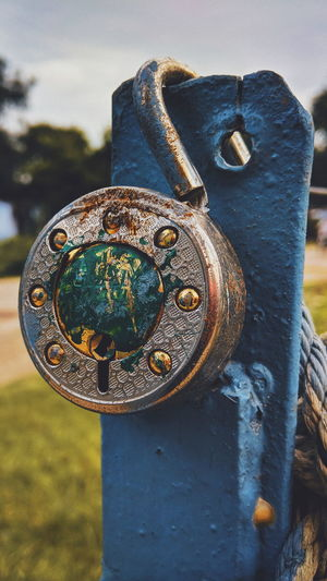Metal Rusty Close-up Chain Locket Link Swing Pocket Watch Shield Lock Padlock Gold Chain  Valve Suit Of Armor Fire Hydrant Ornament Clockworks Roman Numeral Latch Instrument Of Time Locked Door Knocker Rusty Knight - Person Keyhole Gear Geometric Shape Love Lock Iron Pendant