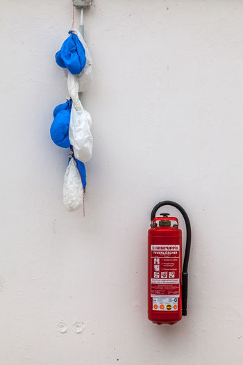 Day Extinguisher Feuerlöscher Hanging Luftballons Minimalist Architecture No People Outdoors Wall