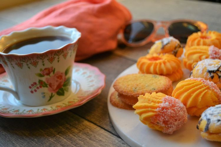 coffee break with cookies Close Up Close-up Coffee Coffee And Cookies Coffee Break Coffee Time Cookies Day Delicious Freshness Good Good Morning Guests Mood Morning No People No People, Pink Summer Sunglasses Time For Me Treats