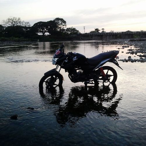 Batti on water rrdy for clean up :) Motorcycles Cleanup Riverwash Engineupgrade