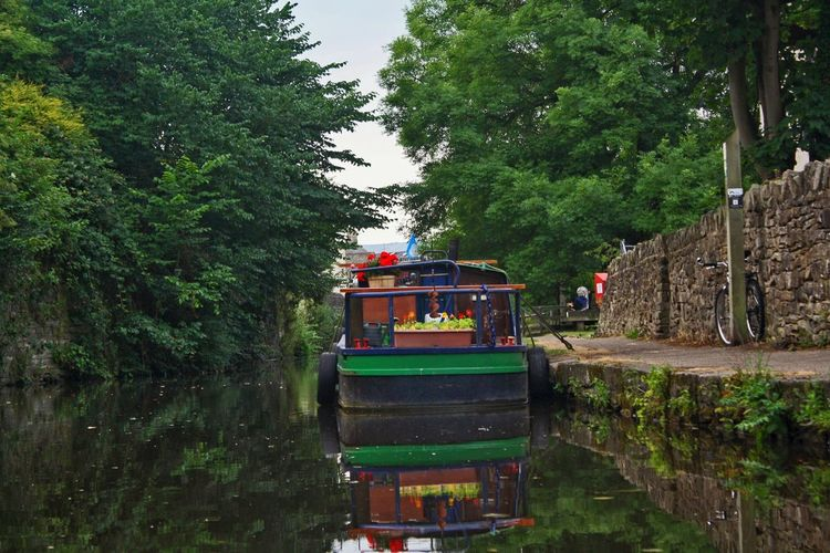 Enjoying a ride on a side run of the Leeds and Liverpool Canal in Skipton, alongside the stretch towards Skipton Castle. Canal Leeds And Liverpool Canal Narrowboat Skipton United Kingdom Water Reflections Green