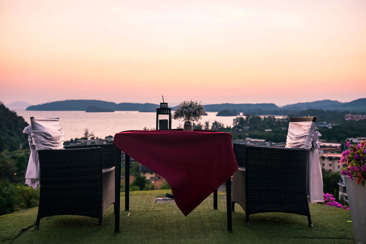 Dinner table to see seascape at sunset