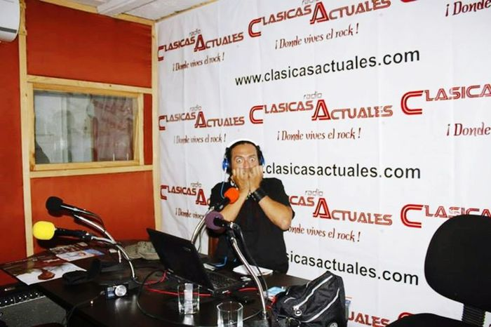 "Starting our radio show via www.clasicasactuales.com ""la lechuza atomica"" enjoy this radio Live Music Radioshow Radio Station Webradioshow Buhorockshop"