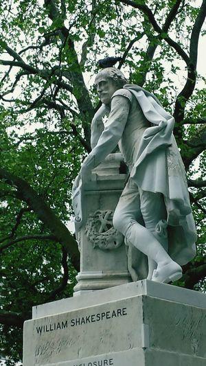 Getting Inspired London William Shakespeare ArtWork Statue