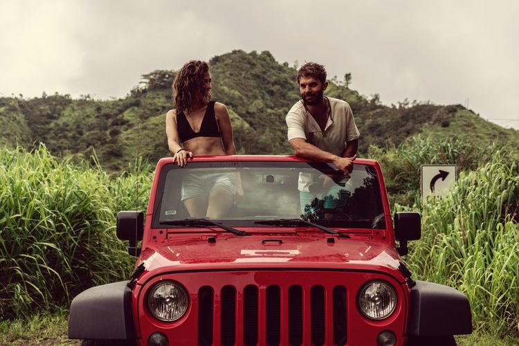 Roadtrip Mountain Hawaii Young Women Togetherness Friendship Happiness Adventure Men Bonding Standing Smiling City Hippie Off-road Vehicle 4x4 Convertible Sports Utility Vehicle Summer Road Tripping The Traveler - 2018 EyeEm Awards