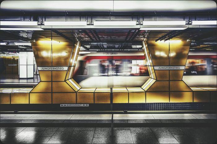 <<swoosh..>> Hamburg Metro Subway U-Bahn Jungfernstieg Tadaa Community EyeEm Best Shots Bla Blabla Blablabla ...