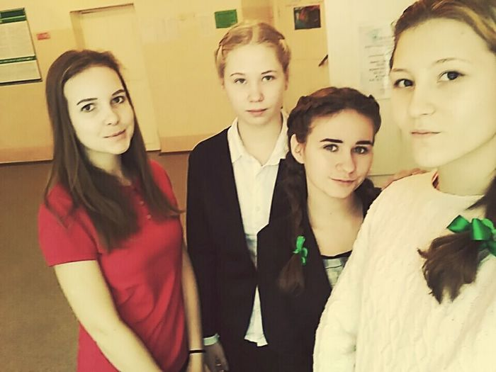 Business Finance And Industry Indoors  Togetherness People Portrait Front View Adults Only Teamwork Friendship Adult Young Adult Day люблююю ❤❤❤ моментысчастья Сульфат ❤❤❤ First Eyeem Photo One Woman Only Only Women сложность выше Built Structure Human Body Part Human Hand Low Section Building Exterior