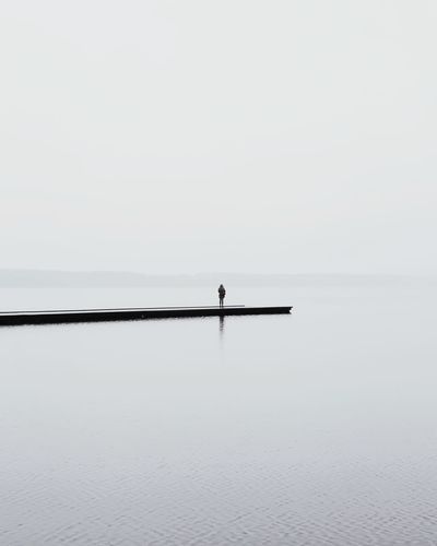 👤︱solonature Fog Foggy Foggy Morning Lake Lake View GalaxyS9+ EyeEm Best Shots First Eyeem Photo EyeEmNewHere VSCO Nature_collection Black And White EyeEm Nature Lover Nature Photography Nature Minimalism Minimal White Background Blackandwhite Photography Sea Water Rowing Lake Clear Sky Silhouette Nautical Vessel Waterfront Sky Horizon Over Water Paddleboarding The Great Outdoors - 2018 EyeEm Awards