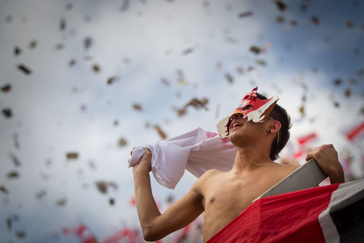 a fan of River Plate encourages his team to take the field of play at the Monumental stadium in Buenos Aires Argentina Argentina Fanatic Futbol Hincha Men Pasión  Real People River Plate Soccer Sport Stadium Football Fever