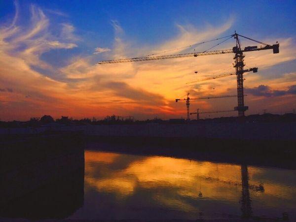 明明更加喜欢黑白的云层效果但是听说彩色的比较容易骗赞所以……… Check This Out Hanging Out IPhoneography Clouds And Sky Colors Sunset Sky Nature EyeEm Nature Lover Light And Shadow