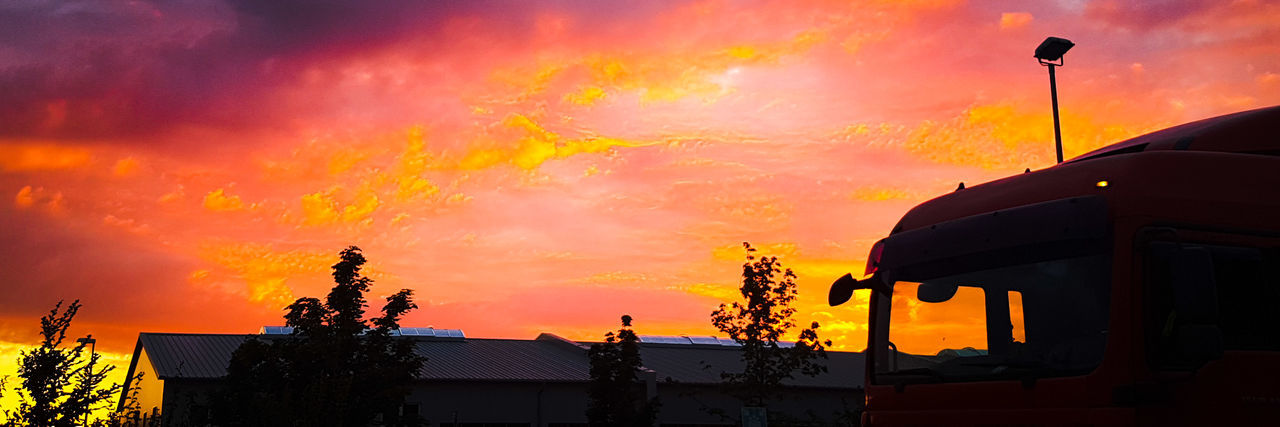 Red Sunrise Morning Sky Stanleyreagh Truck View Industrial Warm Colors Taking Photos Sunrise Colour Of Life