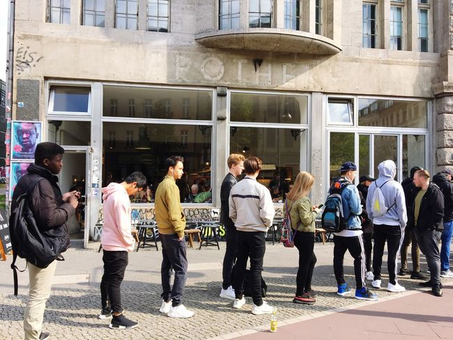 Sneackers Release Que In Line For In Line Schönhauser Allee Berlin Mitte SNS Sneakers Shop Limited Edition Waiting In Line Break The Mold The Photojournalist - 2017 EyeEm Awards Sneakersnstuff