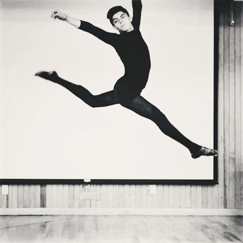On The Move Jazz Dance Dancing Around The World Jump Maledancer