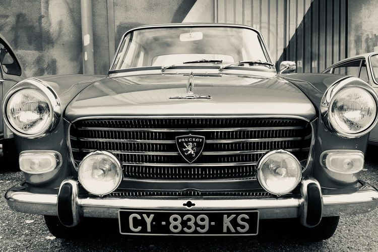 Vroum ! Car Headlight Retro Styled Old-fashioned Vintage Car Mode Of Transport Front View Land Vehicle Transportation Luxury Collector's Car Day Outdoors No People
