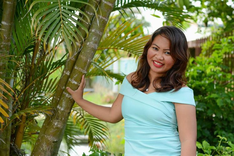 Joy is always possible cause there is always something to be thankful for 🤗 #daughter Of The King #smiling #beautifulnature #be Yoiur Own Kind Of Beautiful EyeEm Selects Tree Environmentalist Smiling Palm Tree Women Portrait Cheerful Standing Flower Beauty Planting