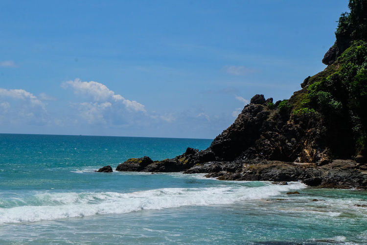 Veridian colour sea @ Andaman Thailand it's Beautiful Sea Beach Nature Water Horizon Over Water Sunny Scenics Beauty In Nature Rock - Object Blue Travel Destinations No People Sand Vacations Tranquility Outdoors Sky Day Landscape Clear Sky Pangnga Cloud - Sky Travel Sea And Sky Seascape