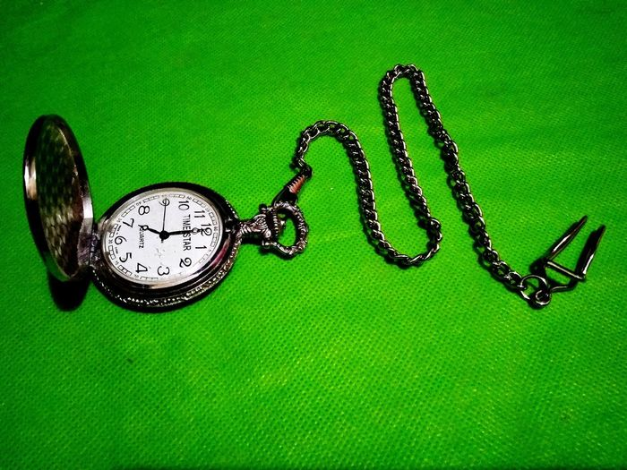 wacht on the green carpet Clock Clock Pocket Nine O'clock Gun Pocket Watch Pocket  Pocket Clock Clocks Clock Locket Clock Face Chain Backgrounds Time Minute Hand Jewelry Close-up Green Color