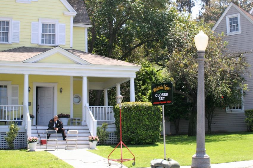 Wisteria Lane - Closed Set Architecture Building Exterior Built Structure Closed Set Day Desperate Housewives Grass Hollywood House Outdoors Residential Building Security Guard Tree Tv Tv Coulisses Tv Set Universal Studios  Wisteria Lane