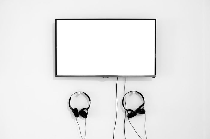Black & White Headphones Minimalist Screen Black And White Black And White Friday Blackandwhite Blak And White Blank Screen Day Indoors  Minimal Minimalism Minimalism_bw Minimalist Photography  Minimalistic Minimlism Museum Museum Display No People Technology Television Tv Tv Screen White Background