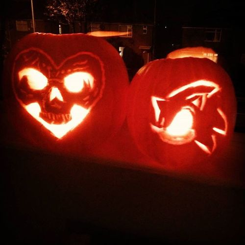 My favourite band Alexisonfire and one of my fave games Sonicthehedgehog 👍 😀 Pumpkin Pumpkins @aof_official Sonic Pumpkincarving @vikki86edwards show Rio for me??