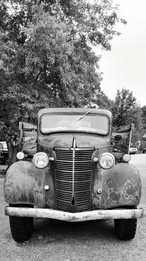 """The Darlins"" old rusty truck! Retro Styled Transportation Close-up Land Vehicle Old-fashioned Mayberry Andy Griffith Show The Darlins Old And Rusty Classic Truck Museum Piece EyeEm Eye Gallery Cell Phone Photography"