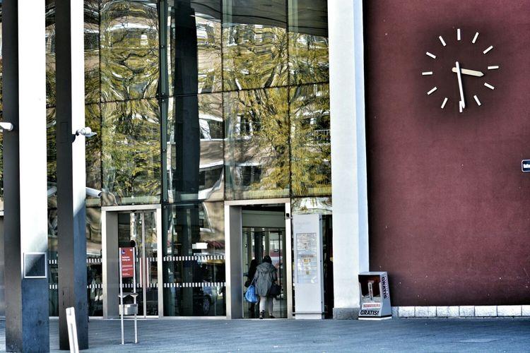 Spiegelung Hauptbahnhof Train Station Klagenfurt Am Wörthersee